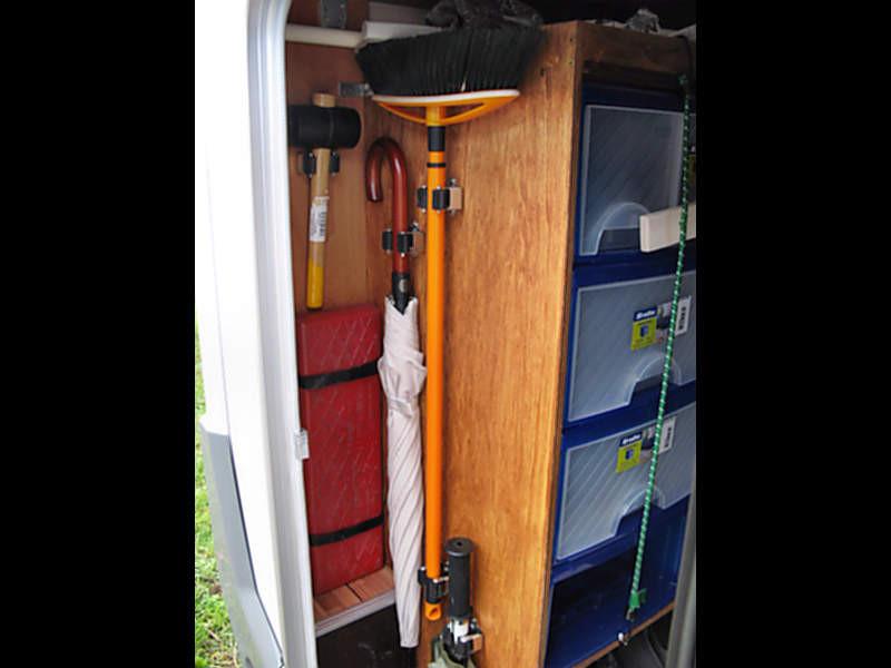 aluregal in der heckgarage wohnmobil forum. Black Bedroom Furniture Sets. Home Design Ideas