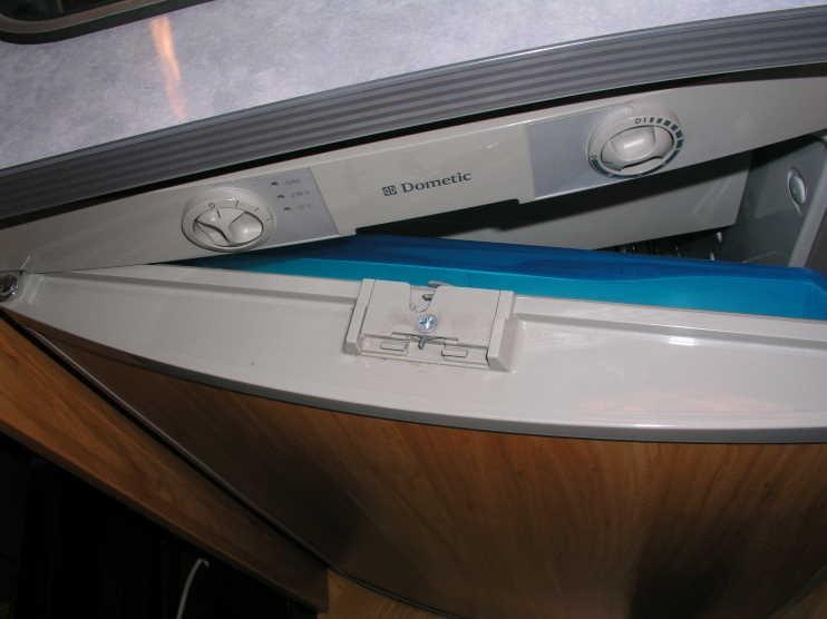 Kühlschrank Verriegelung : Kühlschranktür verriegelung defekt wohnmobil forum seite