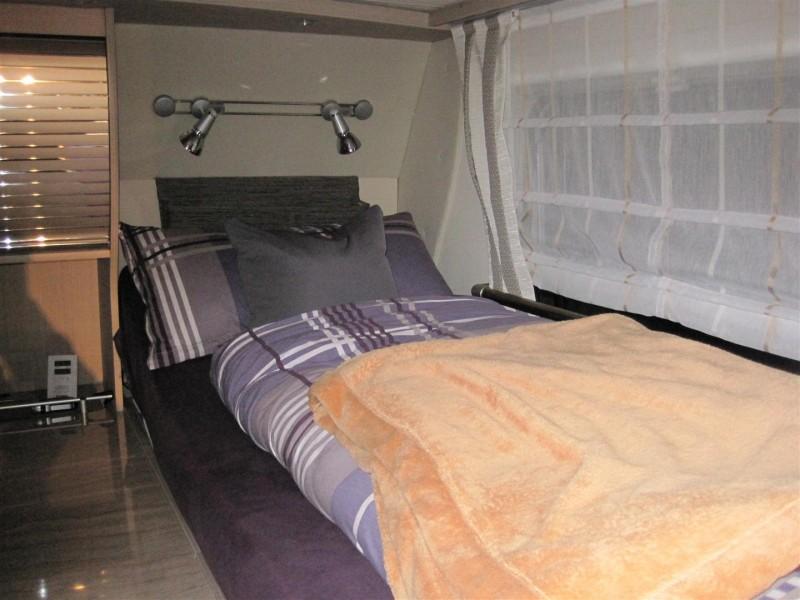 ablage ber dem bett oder seitlich wie macht ihr das wohnmobil forum. Black Bedroom Furniture Sets. Home Design Ideas