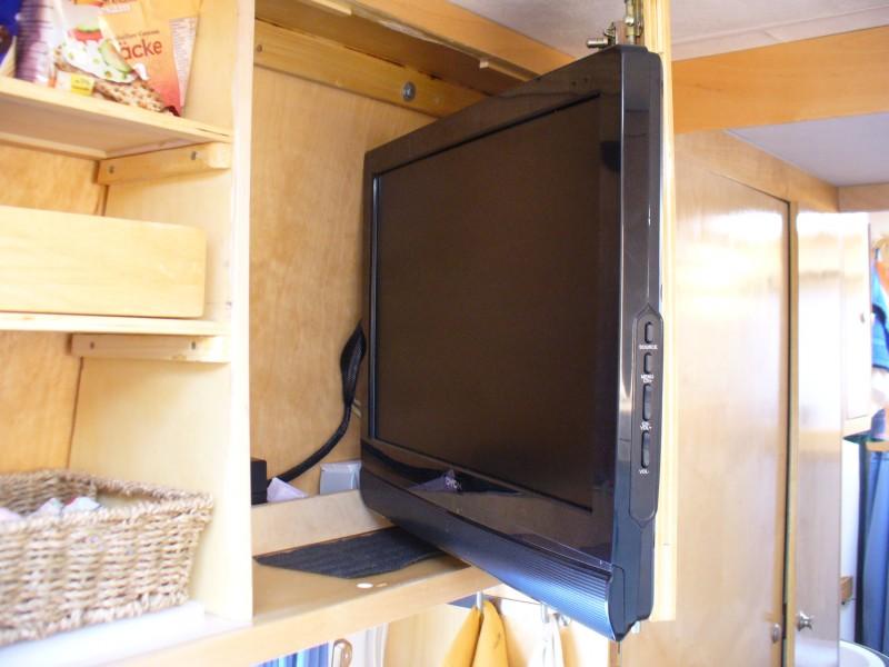 tv halterung selber bauen wohnmobil forum seite 1. Black Bedroom Furniture Sets. Home Design Ideas