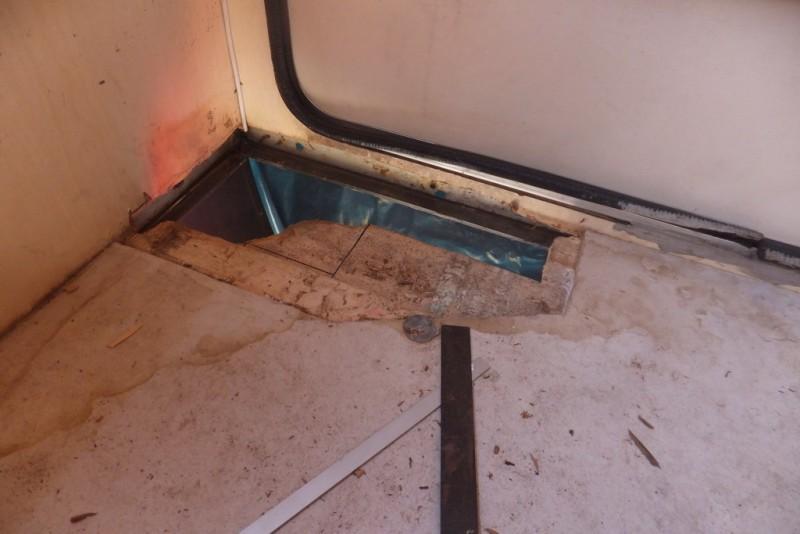 massiver wasserschaden bitte um hilfe da ratlos wohnmobil forum seite 1. Black Bedroom Furniture Sets. Home Design Ideas