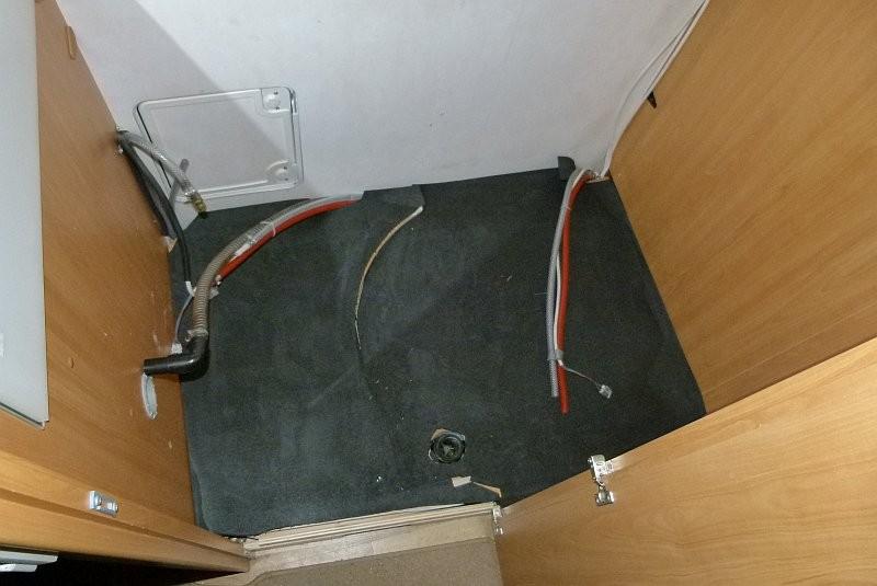 Wohnmobil Dusche Wandverkleidung : Darauf kam dann die Duschtasse. Hohlr?ume, die beim betreten unter