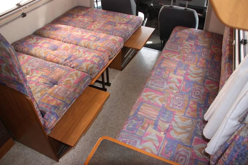 womo neuling wie baue ich sitzgruppe zum bett um. Black Bedroom Furniture Sets. Home Design Ideas