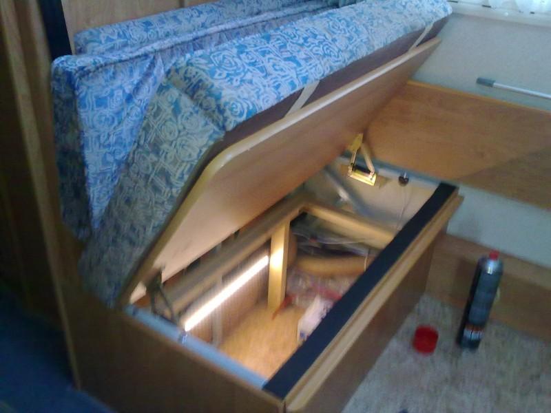 zus tzliche ffnung bei sitztruhe wer hat ideen wohnmobil forum seite 1. Black Bedroom Furniture Sets. Home Design Ideas