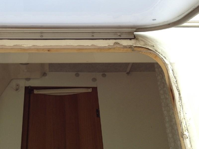 Wasserschaden durch undichtes badfenster wohnmobil forum seite 1 - Fenster laufen an was tun ...