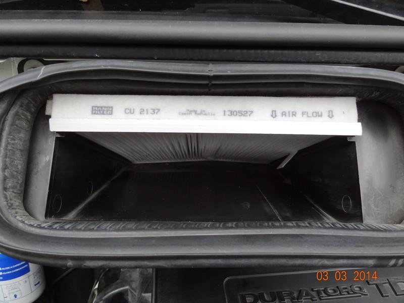 Challenger auf Ford Transit: Wechsel Luftfilter ...