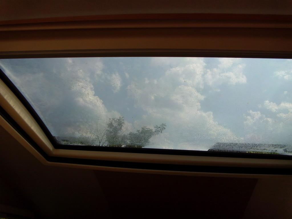 Panoramafenster im Inneren beschlagen und feucht - Wohnmobil Forum