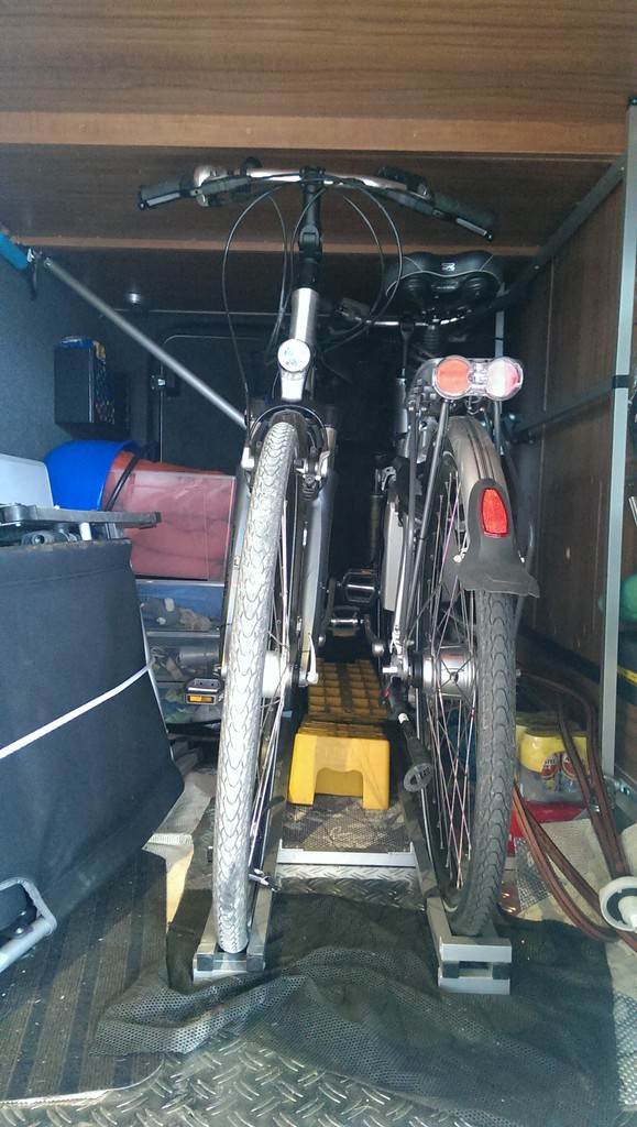 fahrradhalterungen in der heckgarage wohnmobil forum seite 1. Black Bedroom Furniture Sets. Home Design Ideas