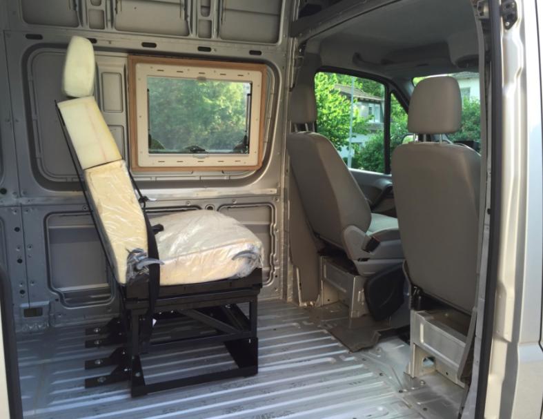 kastenwagenumbau sitzbank mit t v in kasten wohnbereich wohnmobil forum seite 2. Black Bedroom Furniture Sets. Home Design Ideas