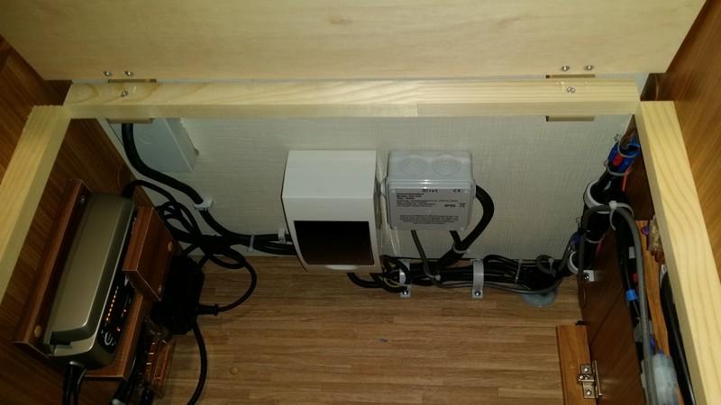 einbau wechselrichter und zusatzladeger t in carado t449. Black Bedroom Furniture Sets. Home Design Ideas