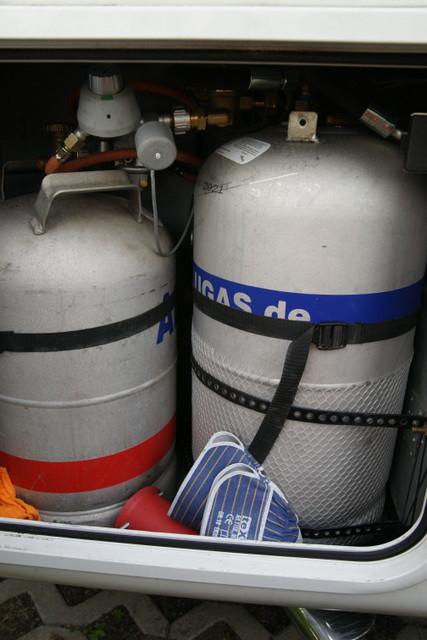 befestigung der gastankflaschen im gaskasten wohnmobil. Black Bedroom Furniture Sets. Home Design Ideas