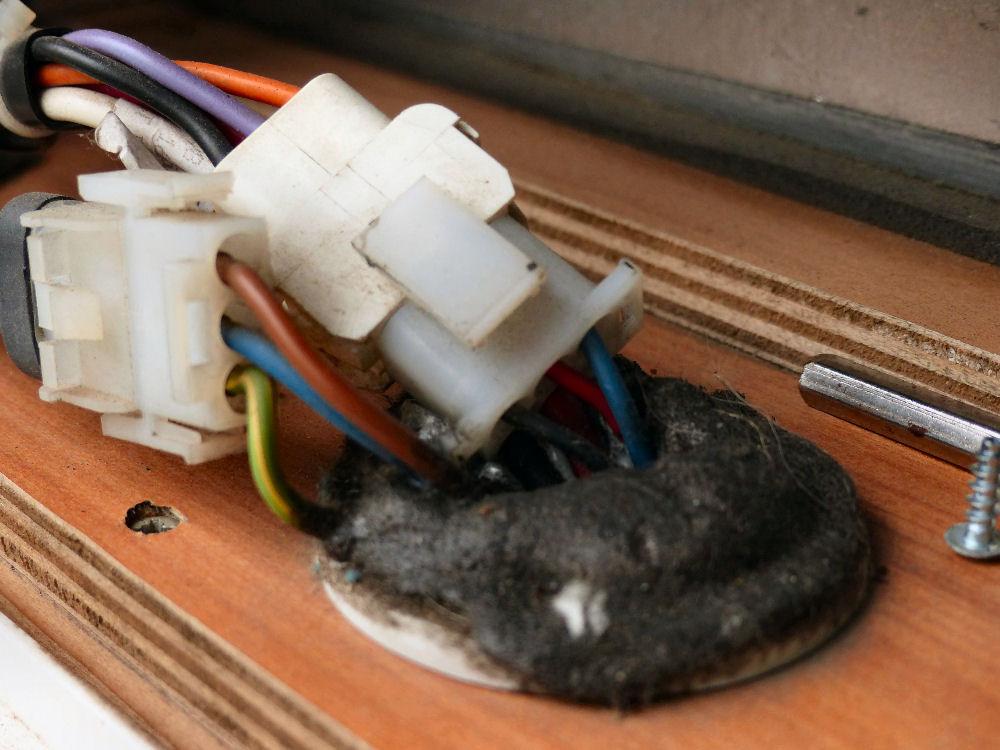 Kühlschrank Im Boden : Teppich boden unter herd und kühlschrank küchenausstattung