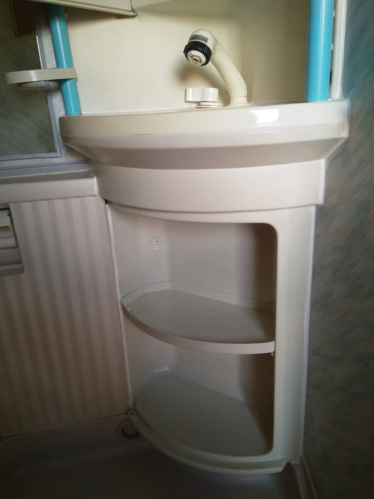 dusche undicht wasser l uft am boden raus wohnmobil forum seite 1. Black Bedroom Furniture Sets. Home Design Ideas