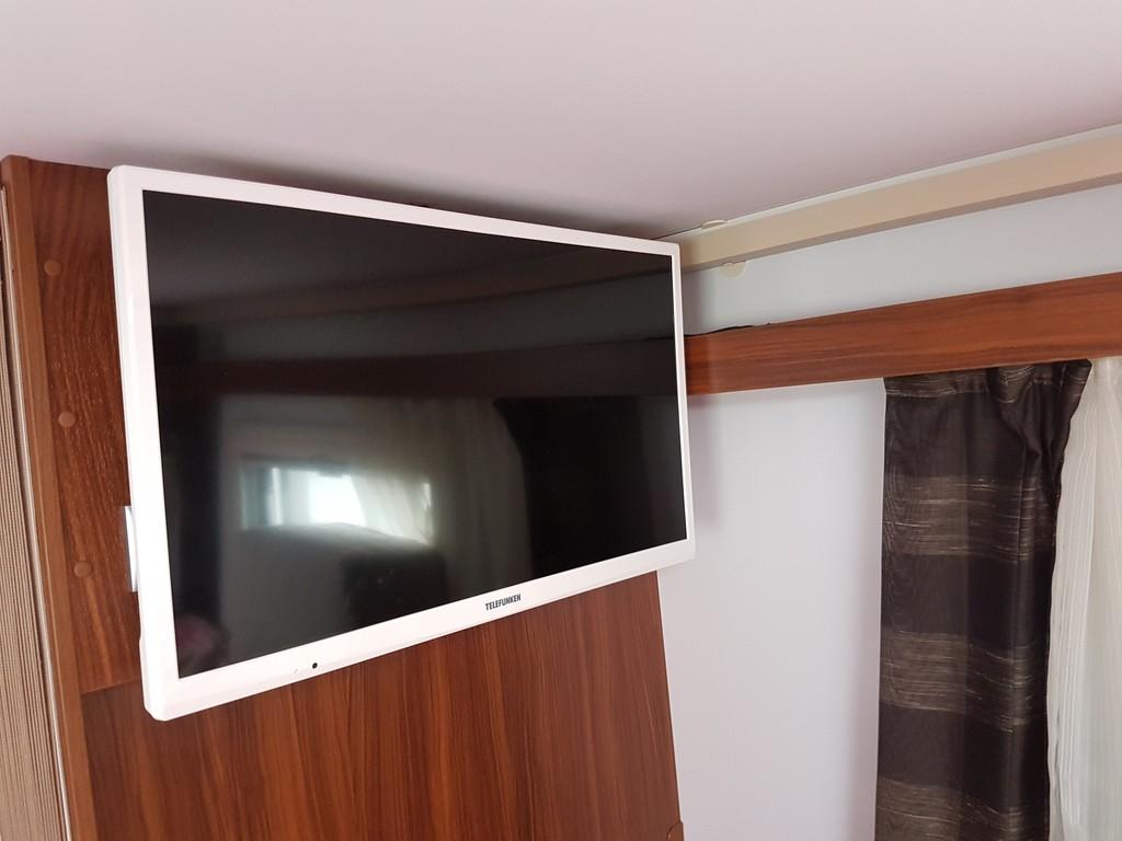 Einbauanleitung r ckfahrkamera am adria coral xl 670 sl bj17 wohnmobil forum seite 1 - Kabelabdeckung wand tv ...