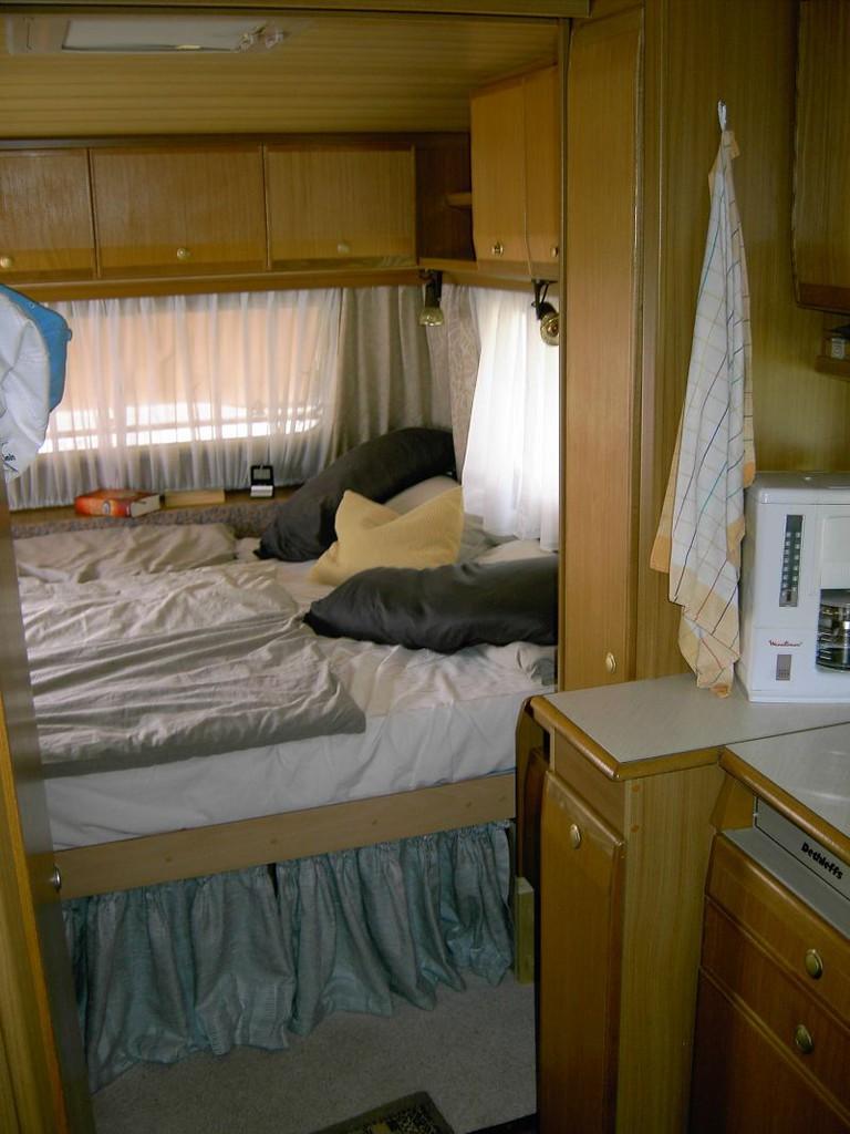 hund im womo sichern wohnmobil forum. Black Bedroom Furniture Sets. Home Design Ideas