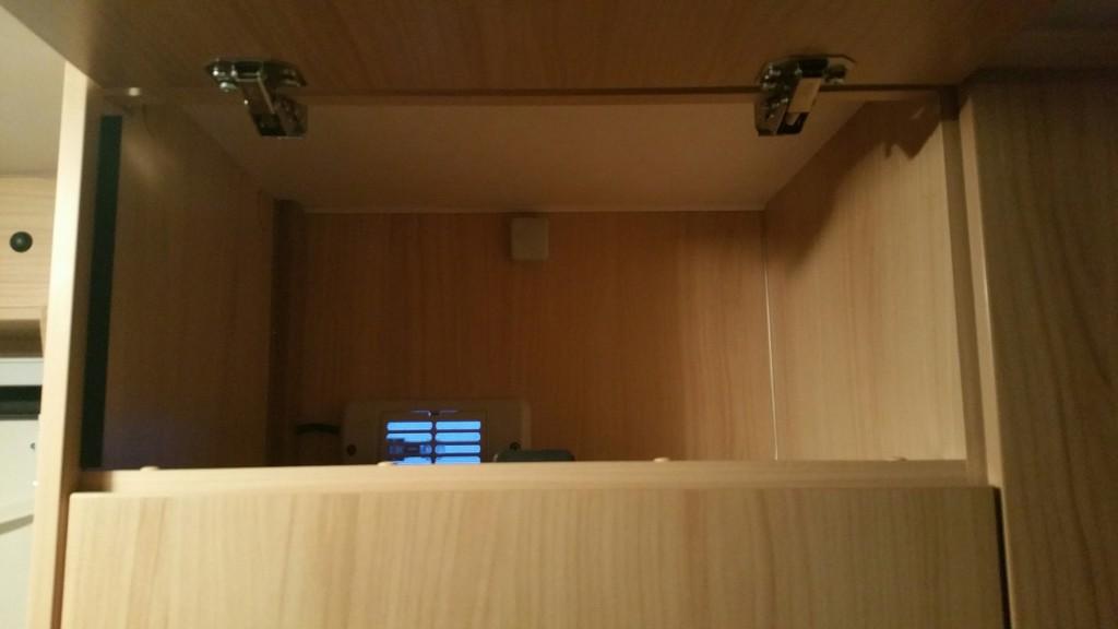 hilfe wie baue ich in den tv auszug ein wohnmobil forum seite 1. Black Bedroom Furniture Sets. Home Design Ideas