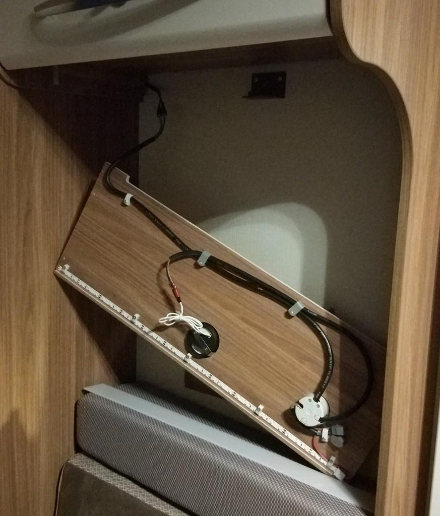 usb steckdose lader ber seitensitzbank im carado t449. Black Bedroom Furniture Sets. Home Design Ideas