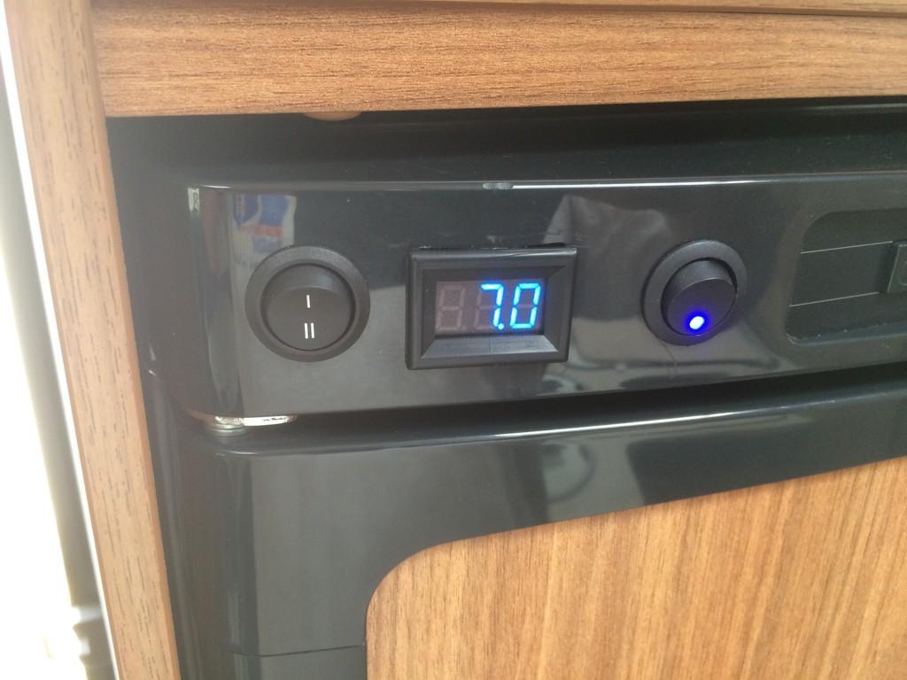 Mini Kühlschrank Mit Temperaturanzeige : Kühlschrank temperaturanzeige und lüfter im t wohnmobil forum
