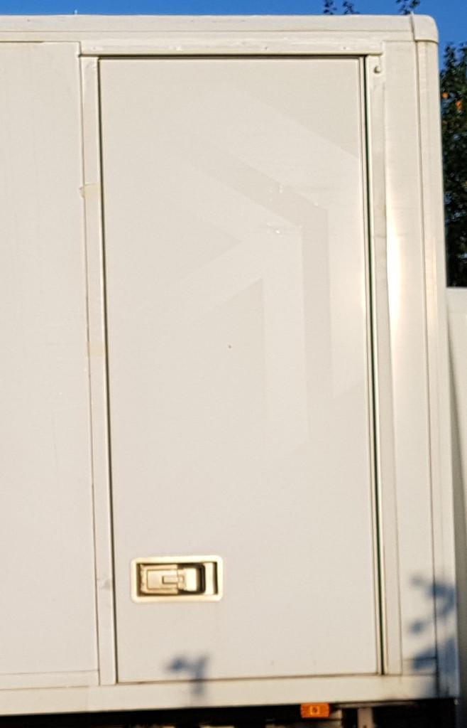 sprinter kofferausbau seitent r umbau von innen zu ffnen wohnmobil forum seite 1. Black Bedroom Furniture Sets. Home Design Ideas