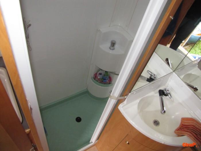 duschwanne im eura 656 anschr gen wohnmobil forum seite 1. Black Bedroom Furniture Sets. Home Design Ideas