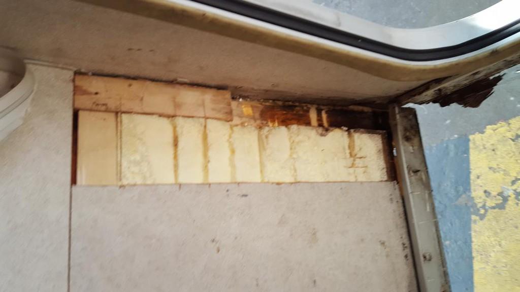 reparatur nasse stelle hinter dusche entdeckt reparabel oder vollschaden was tun. Black Bedroom Furniture Sets. Home Design Ideas