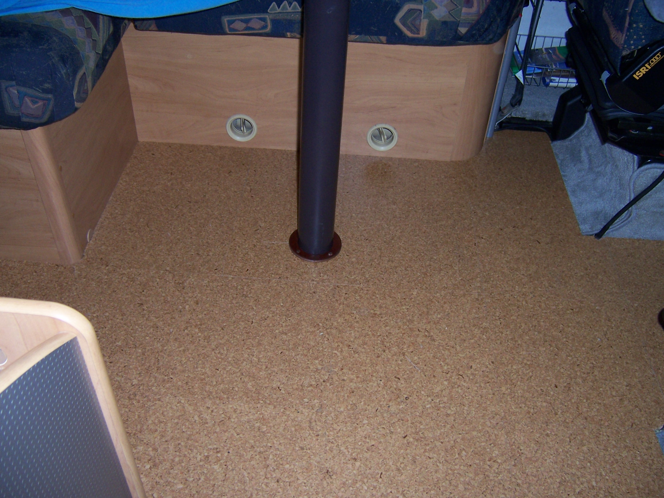 korkfliesen als bodenbelag wohnmobil forum. Black Bedroom Furniture Sets. Home Design Ideas