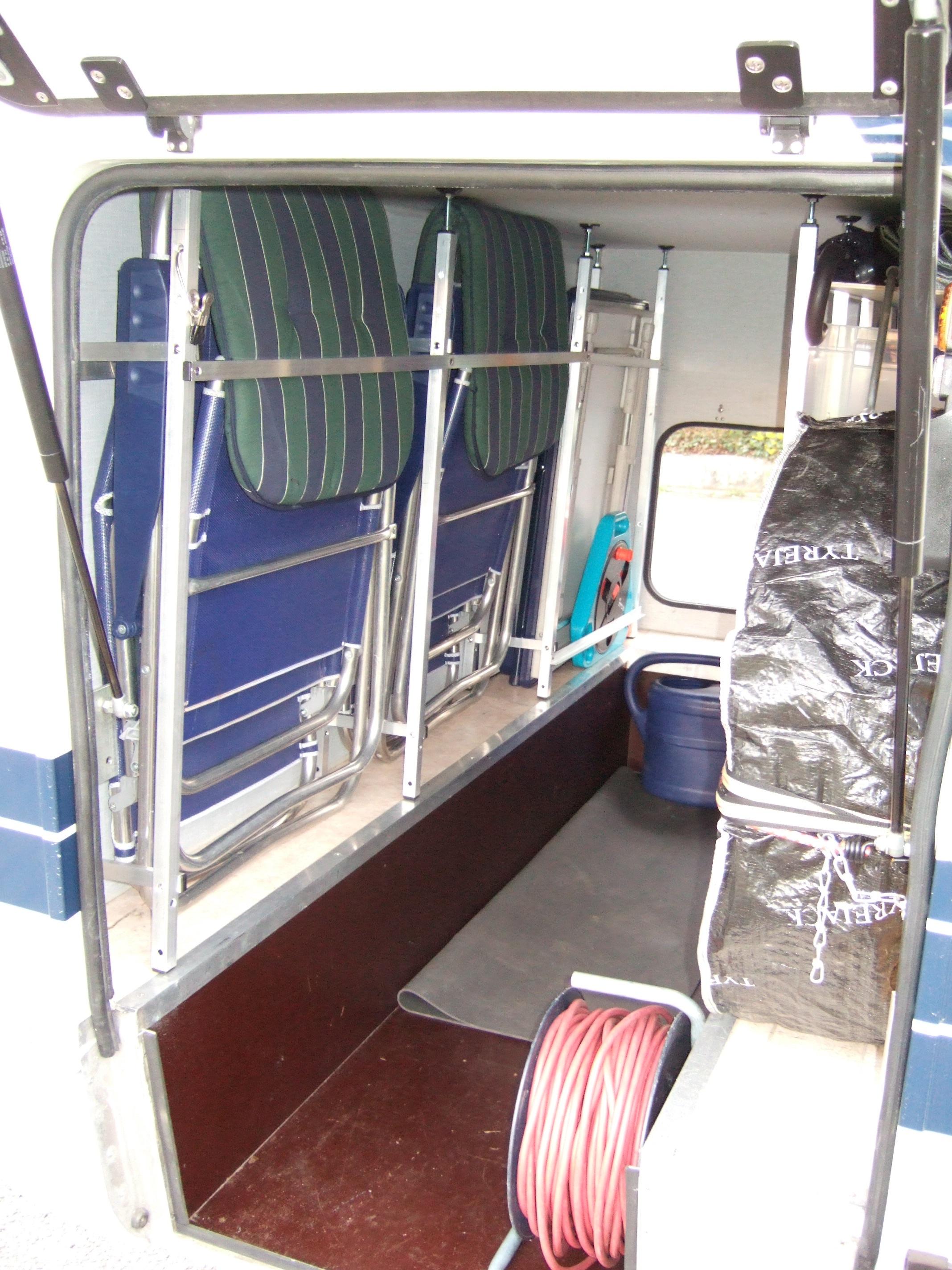 einrichtung heckgarage mit regalen idea regale wohnmobil. Black Bedroom Furniture Sets. Home Design Ideas