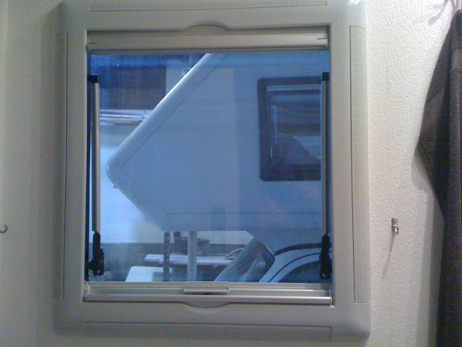 Seitz fenster ausbauen wie wohnmobil forum for Fenster wohnmobil