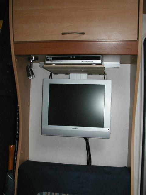 halterung lcd fernseher im wohnmobil wohnmobil forum. Black Bedroom Furniture Sets. Home Design Ideas