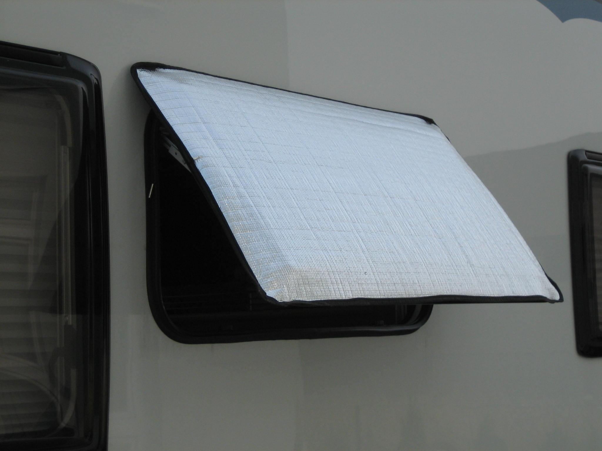 fenster und dachhauben sonnenabdeckungen wohnmobil forum. Black Bedroom Furniture Sets. Home Design Ideas