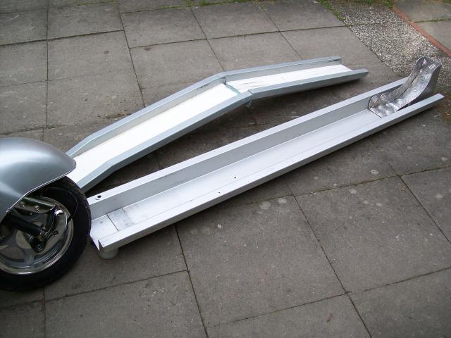 roller motorradschiene rollerschiene f r einbau in die garage wohnmobil wohnwagenforum. Black Bedroom Furniture Sets. Home Design Ideas