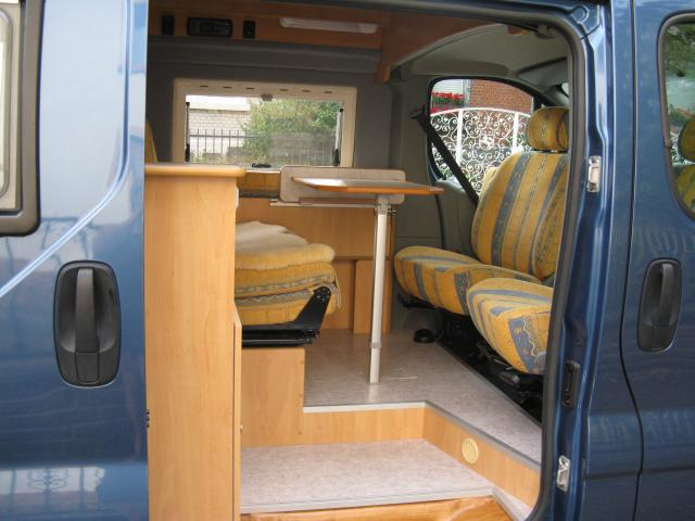 hochwertige baustoffe ausbau opel vivaro. Black Bedroom Furniture Sets. Home Design Ideas